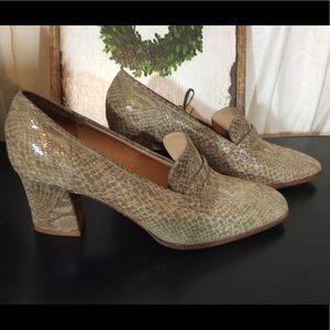 Ellen Tracy Tan Leather Snake Skin Heel Loafer